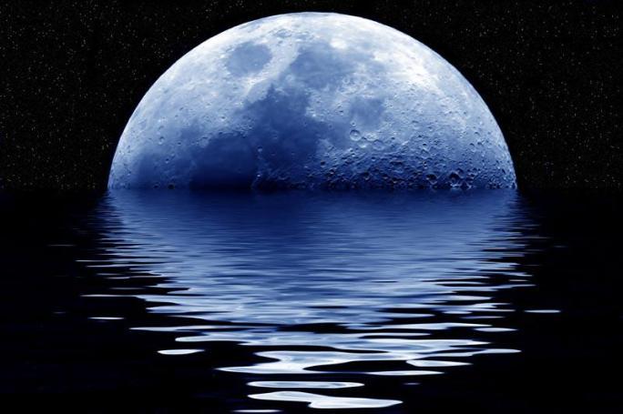lua azul